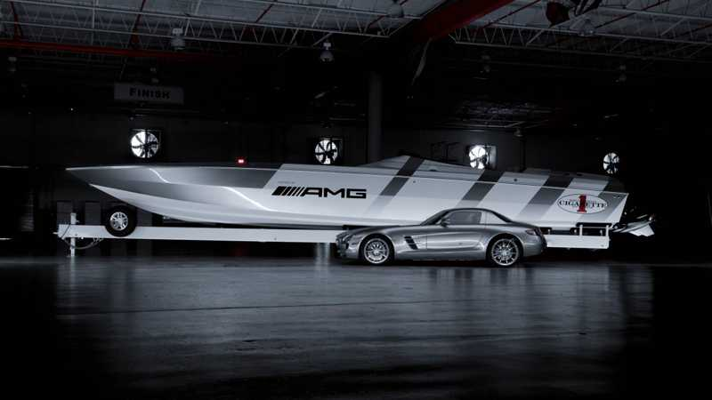Cigarette Racing har byggt en båt där form och design är inspirerad av Mercedes nya superbil SLS AMG.