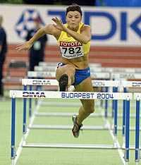 I form. Jenny Kallur visar fin form. På Kreta sprang tvillingsystern på starka 12,88.