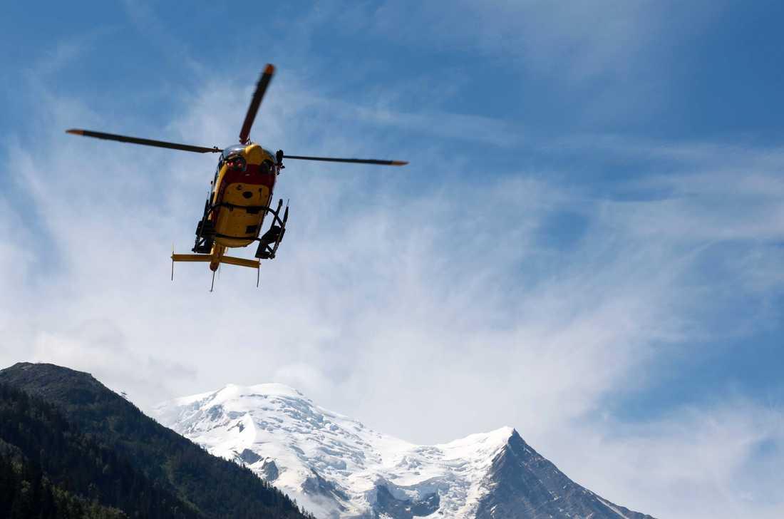 En räddningshelikopter landar i Chamonix i franska Alperna. Arkivbild.