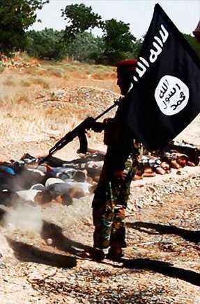 Terroristerna avlossar en svärm av kulor mot de värnlösa offren.