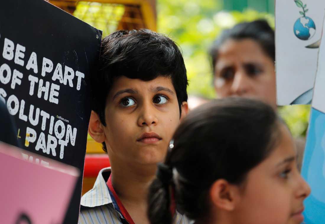 Unga demonstranter samlas i New Delhi i Indien för att demonstrera för klimatet.