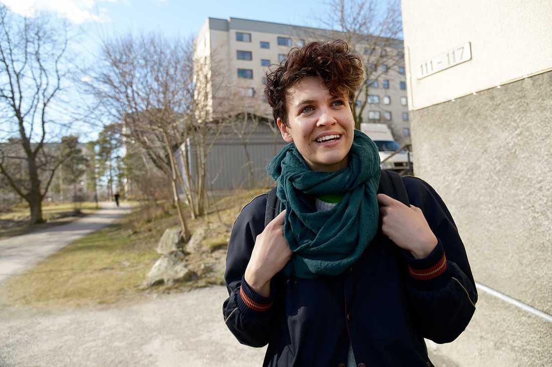 """27-åriga Isabelle Zupanc älskar Bredäng: """"Det är lugnt, mycket barnfamiljer och bra stämning."""""""