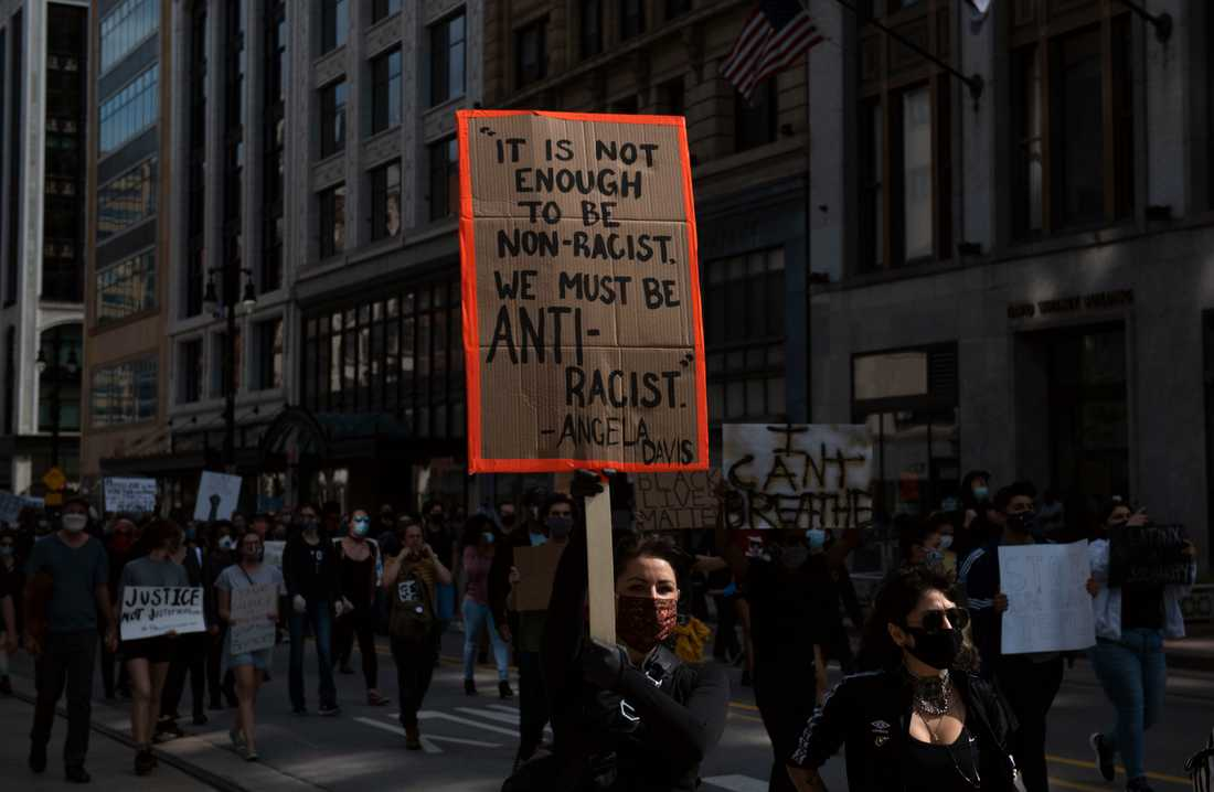 Demonstrationerna mot polisövervåld spred sig till Detroit under fredagen.