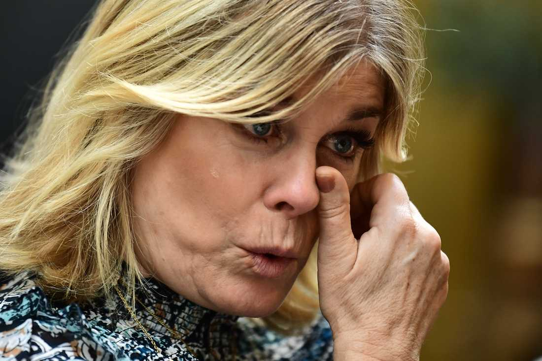 """Pernilla Wahlgren brast ut i tårar när hon nåddes av det tragiska beskedet om Marie Fredrikssons död under SVT:s pressträff inför """"Stjärnorna på slottet"""""""