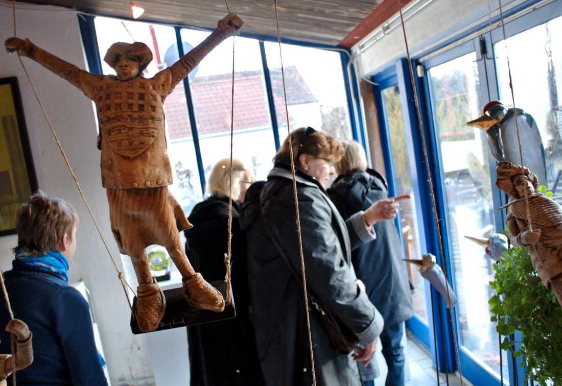 I år får konstintresserade inte åka runt i Skåne, men en del konstnärer väljer istället att ställa ut digitalt.