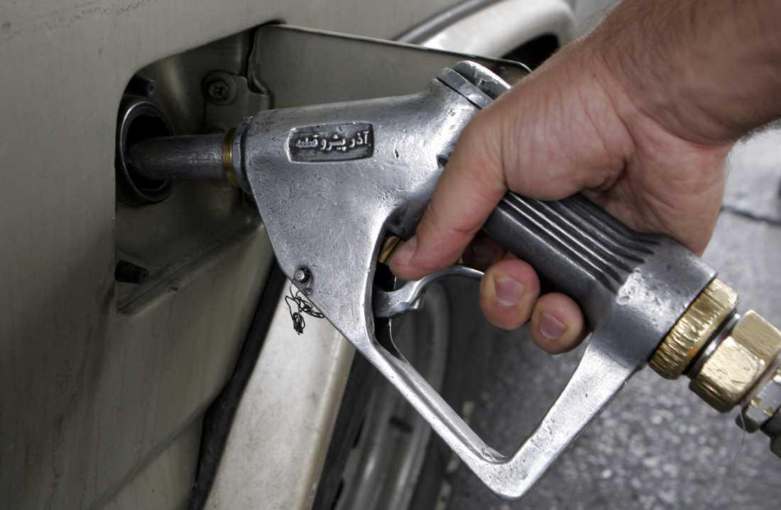 Höjningen av bensinpriset var nödvändig för att minska den inhemska bensinkonsumtionen, enligt en expert. Arkivbild.
