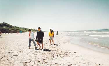 Nida, som ligger på Neringahalvön i Litauen bjuder på härligt breda och långgrunda sandstränder.