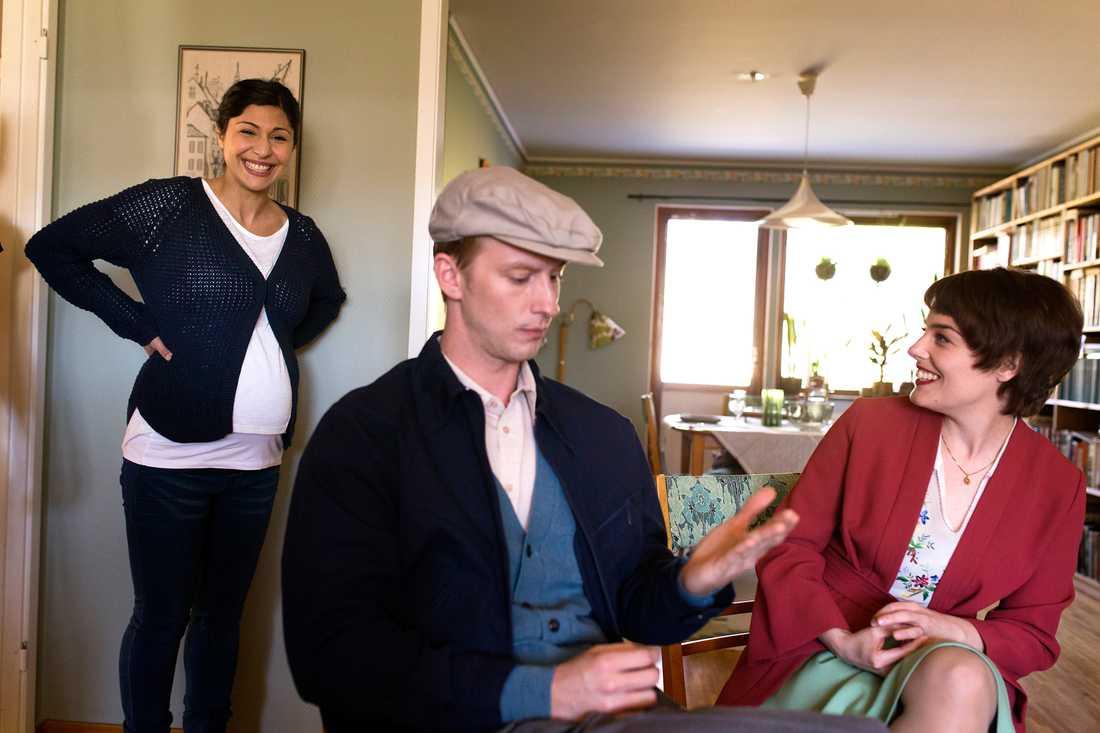 Filip Berg spelar unge Ove och Ida Engvoll hans fru. Bahar Pars spelar Parvaneh.