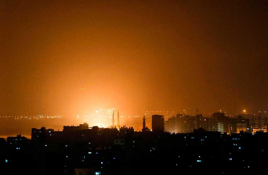 Himlen över Gazaremsan lystes upp under attacken från Israel.