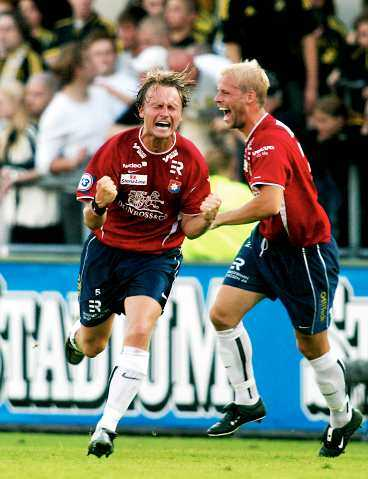 STOR HJÄLTE Markus Johannesson fixade, med två vackra mål, tre viktiga poäng för Öis i toppstriden.