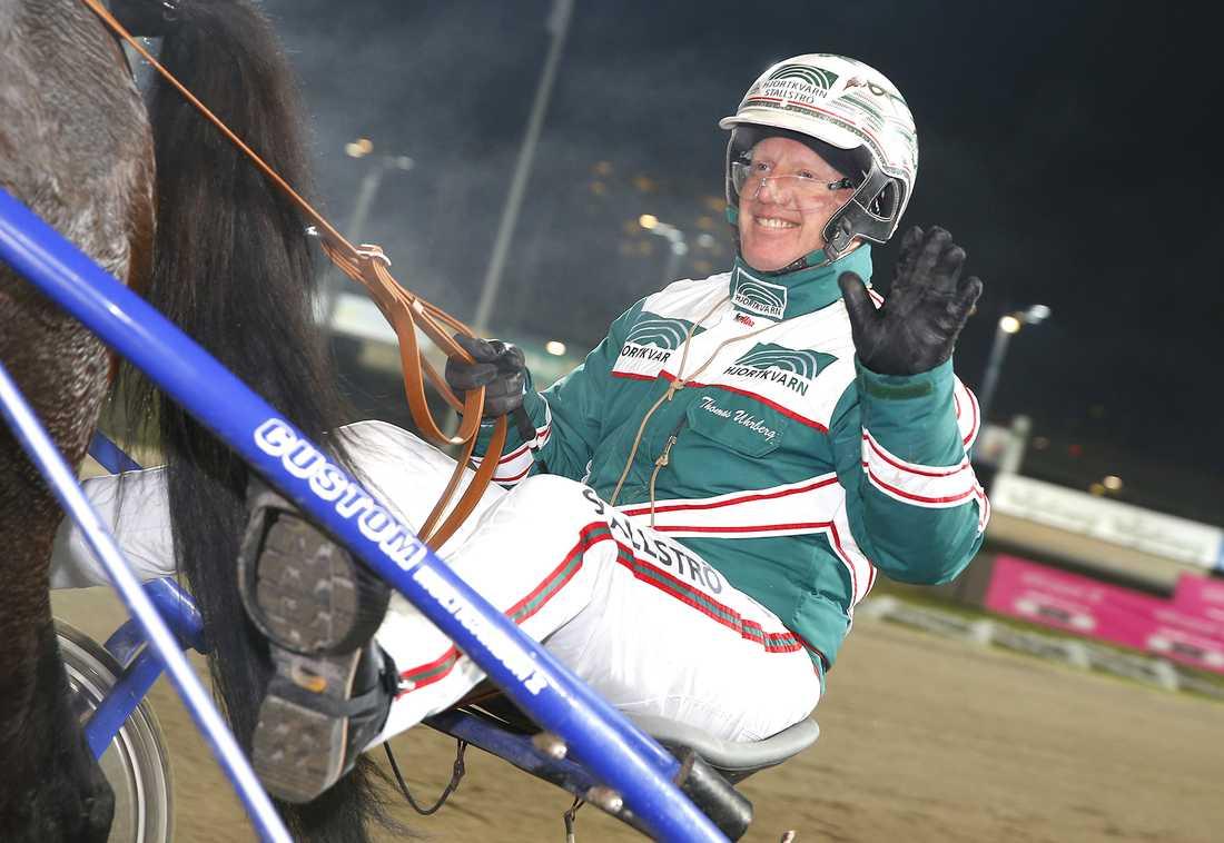 Sex av Thomas Uhrbergs hästar startar på lördagens V75 på Kalmar. Bästa chansen är Rögles SHL-häst: Quiz Töll.