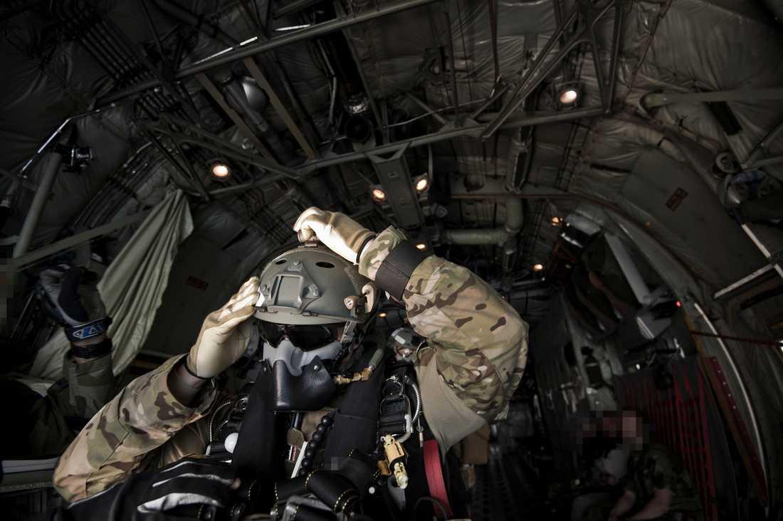 Försvarsmaktens specialförband (FM SF) består av Specialförbandsledningen (SFL), Särskilda operationsgruppen (SOG) samt särskilt avdelade, tränade…