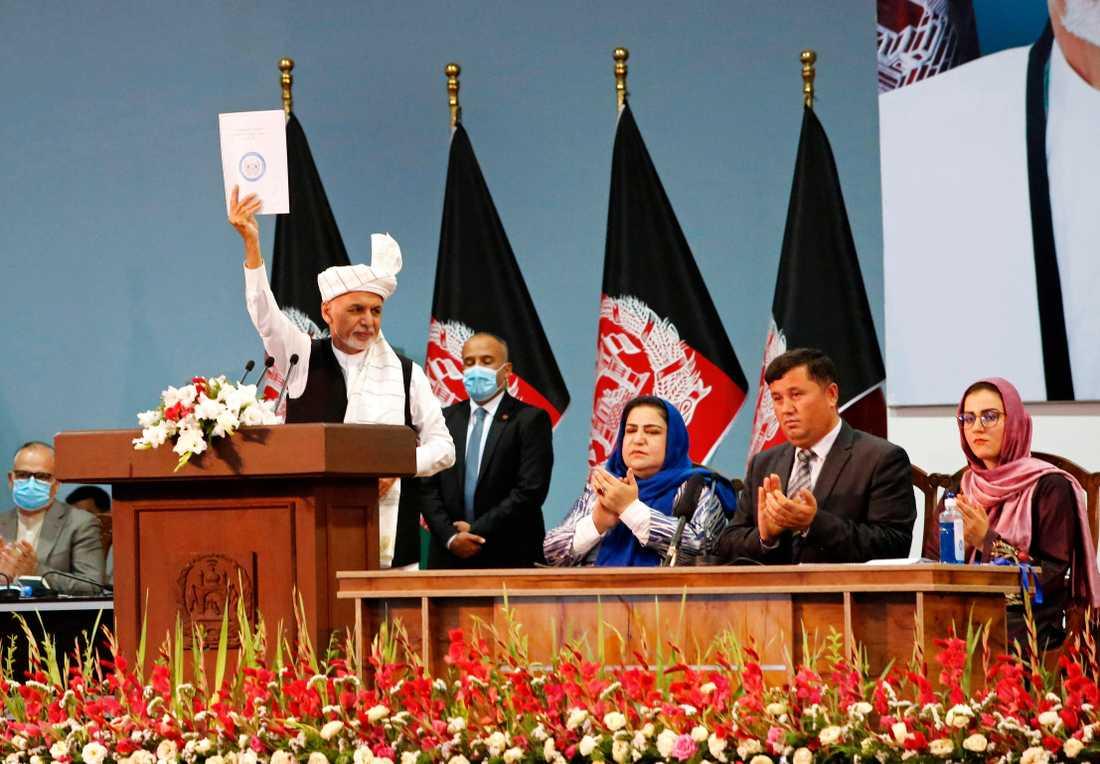 Afghanistans president Ashraf Ghani under den sista dagen av det rådslag som hölls i Kabul i helgen och där grönt ljus gavs till att släppta en sista grupp om 400 talibanfångar för att bana väg för fredssamtal.