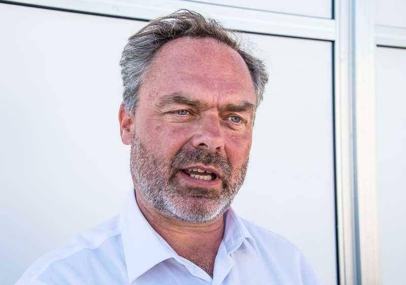 Väljs troligen om Folkpartiet gjorde förra året sitt hittills näst sämsta riksdagsval. Men det har inte tagit ner humöret på Jan Björklund som av allt att döma väljs om på landsmötet i november. Oppositionen var för splittrad för att bjuda honom motstånd. Han blir då den enda manlige Alliansledaren.
