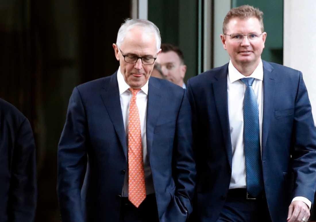 Malcolm Turnbull såg sammanbiten ut när han anlände till mötet i Canberra på fredagen.