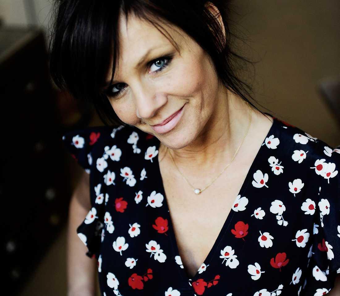FYLLER 25 Lena Philipsson slog igenom för 1986 i Melodifestivalen. 25 år senare är hon lika omtyckt, egensinnig och aktuell som någonsin förr. Nu jobbar hon på en jubileumsshow och en skiva.