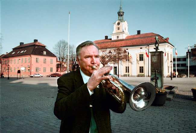 När Nyköping stod värd för EU-möte spelade Bo Holmberg, dåvarande landshövding för Sörmland, trumpet framför residenset.