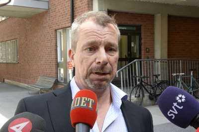 """Karolinskas presschef Klas Östman kommenterade Löfvens tillstånd. """"Han mår betydligt bättre""""."""