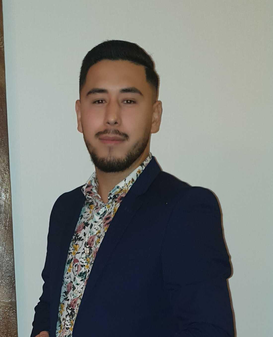 Sina Muhammadi, 24, hjälpte Orlando att lyckas med sitt körkort.