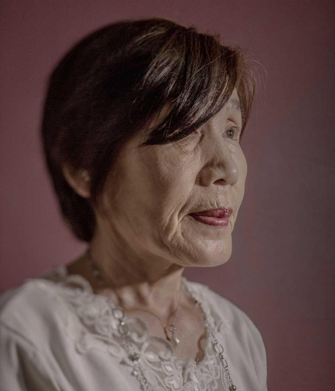 Nakamura Motoko var 11 år när bomben föll. Hon befann sig i skolan bara dryga två kilometer från bombens epicentrum. Hon fick inga allvarliga skador men har hela livet oroat sig för att hon ska utveckla cancer på grund av den radioaktiva strålningen. Hennes äldsta dotter lider av cancer.