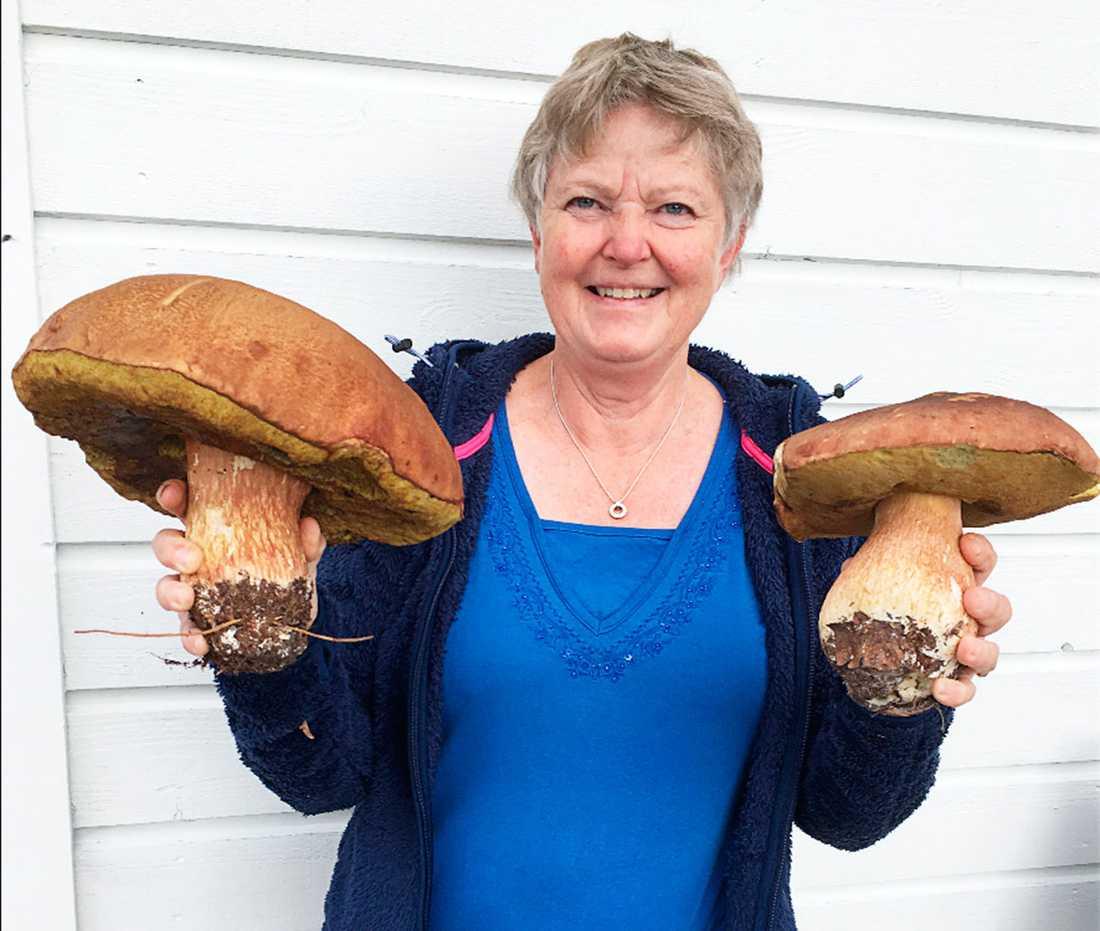 Beatrice Juhlin Dannfeldt med två praktexemplar.