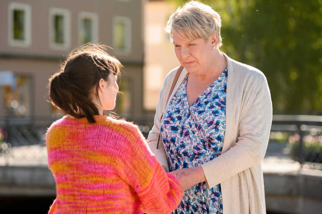 """Rolf Lassgård spelar prästen Marianne i """"Min pappa Marianne"""". Filmen går in som ny etta på biotoppen. Pressbild."""