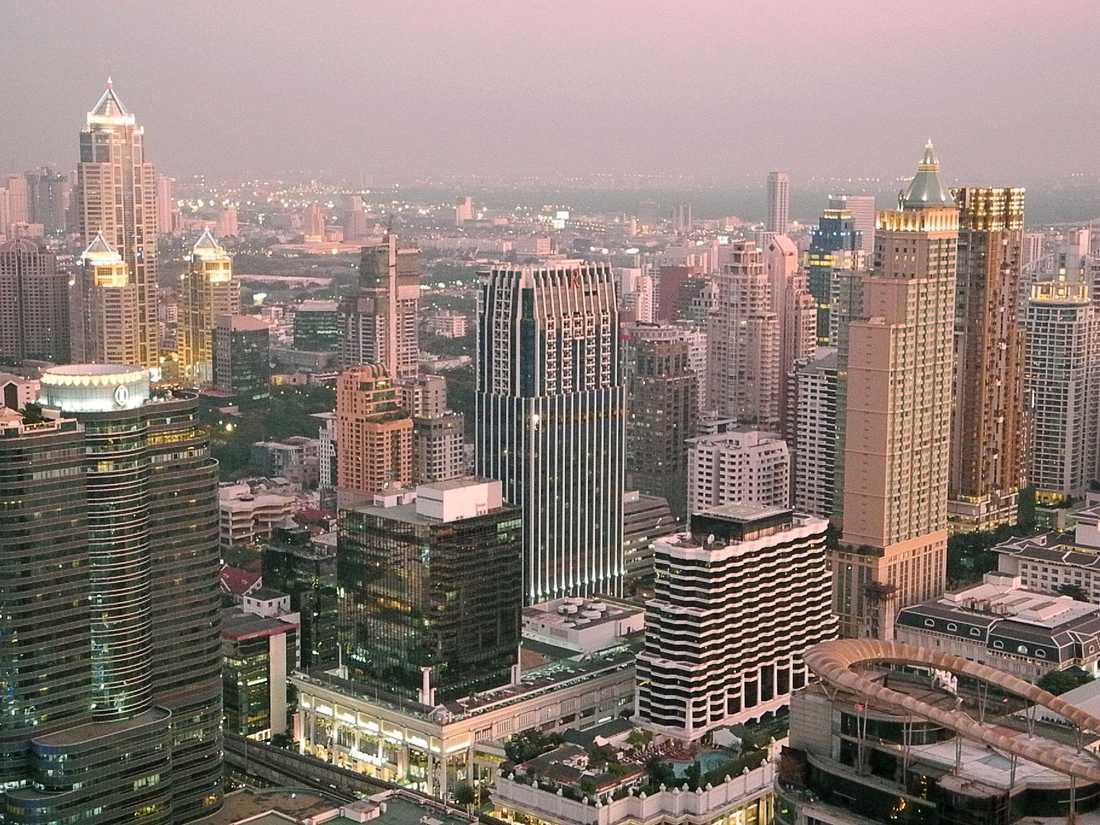Rökning blir förbjudet på flera offentliga platser i Thailand.