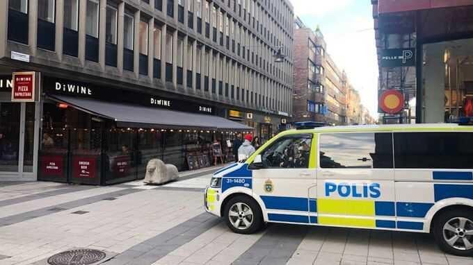 Polisbuss utanför Regeringskansliet i Stockholm.