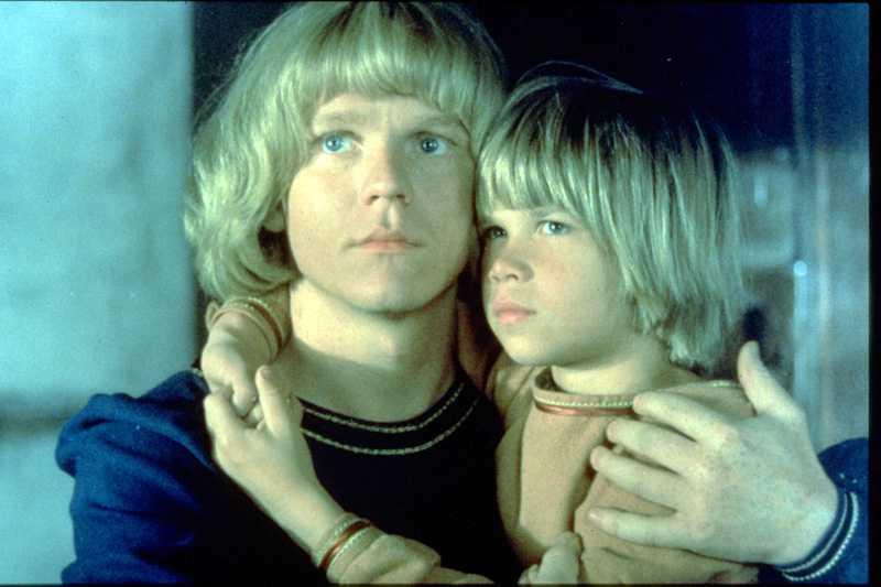 Staffan Götestam och Lars Söderdahl som Jonathan och Skorpan i originalfilmen.