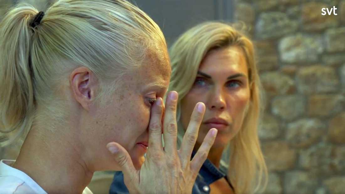 """Carolina Klüfts tårar i """"Mästarnas mästare"""". I bakgrunden Mikaela Laurén."""