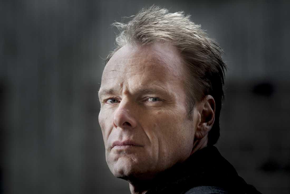 """Författaren Jonas Bonnier ger ut romanen """"Knutby"""" (Albert Bonniers förlag), om morden i Knutby i Uppland."""