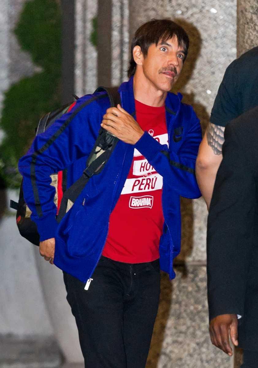 Anthony Kiedis efter att ha brottats ned.
