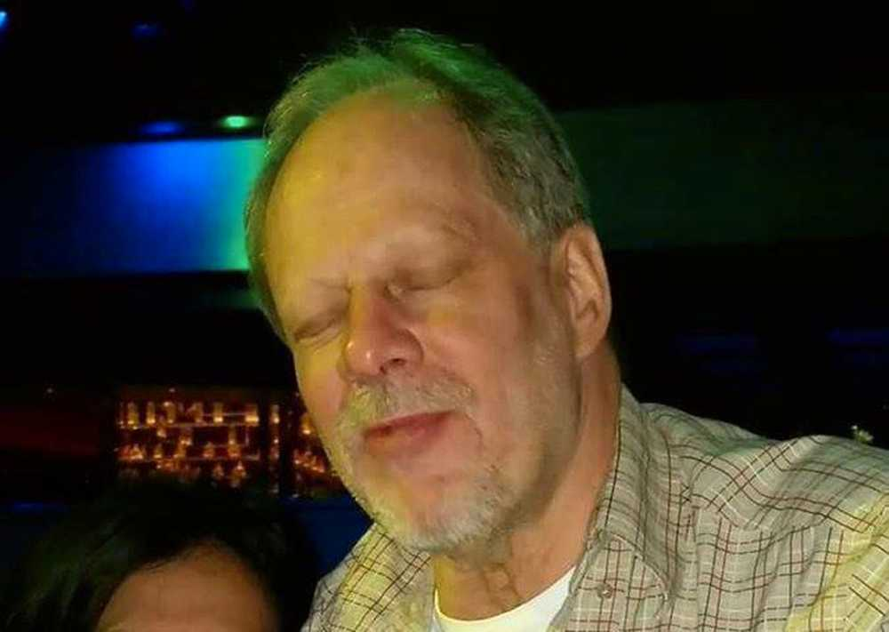 64-årige Stephen Paddock pekas ut som skytten.