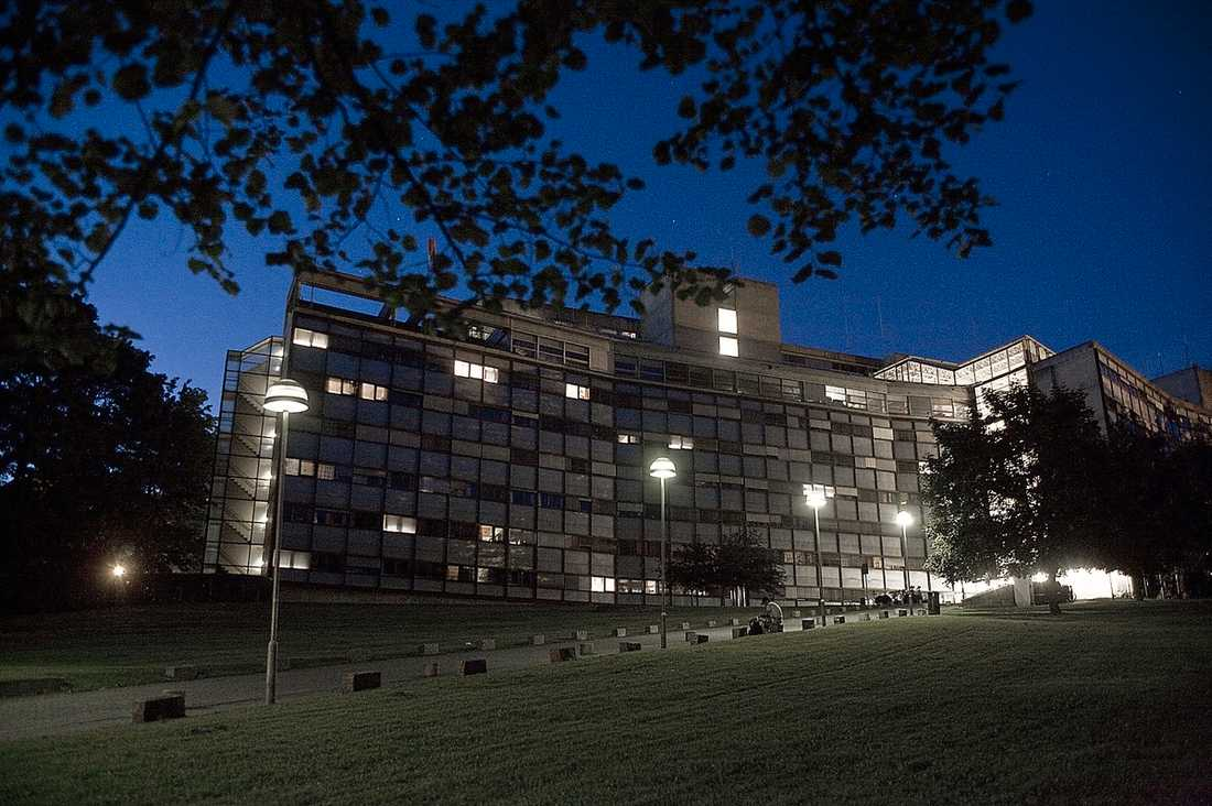 Anders Behring Breivik pressades i går i åtta timmar i polishuset i Oslo.