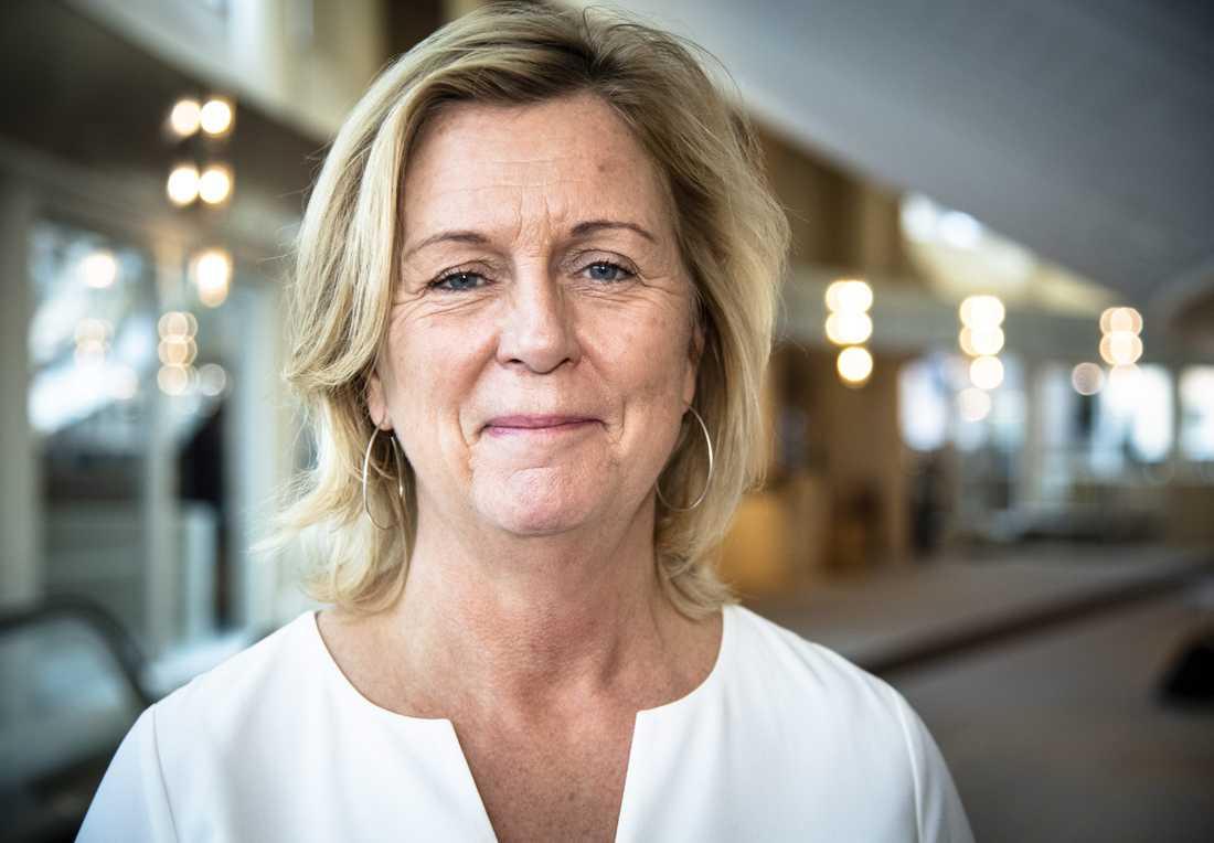 Vi vet att det här är stora uppoffringar, men vi gör det här för att rädda liv, säger Maria Arnholm, landshövding i Kronobergs län.