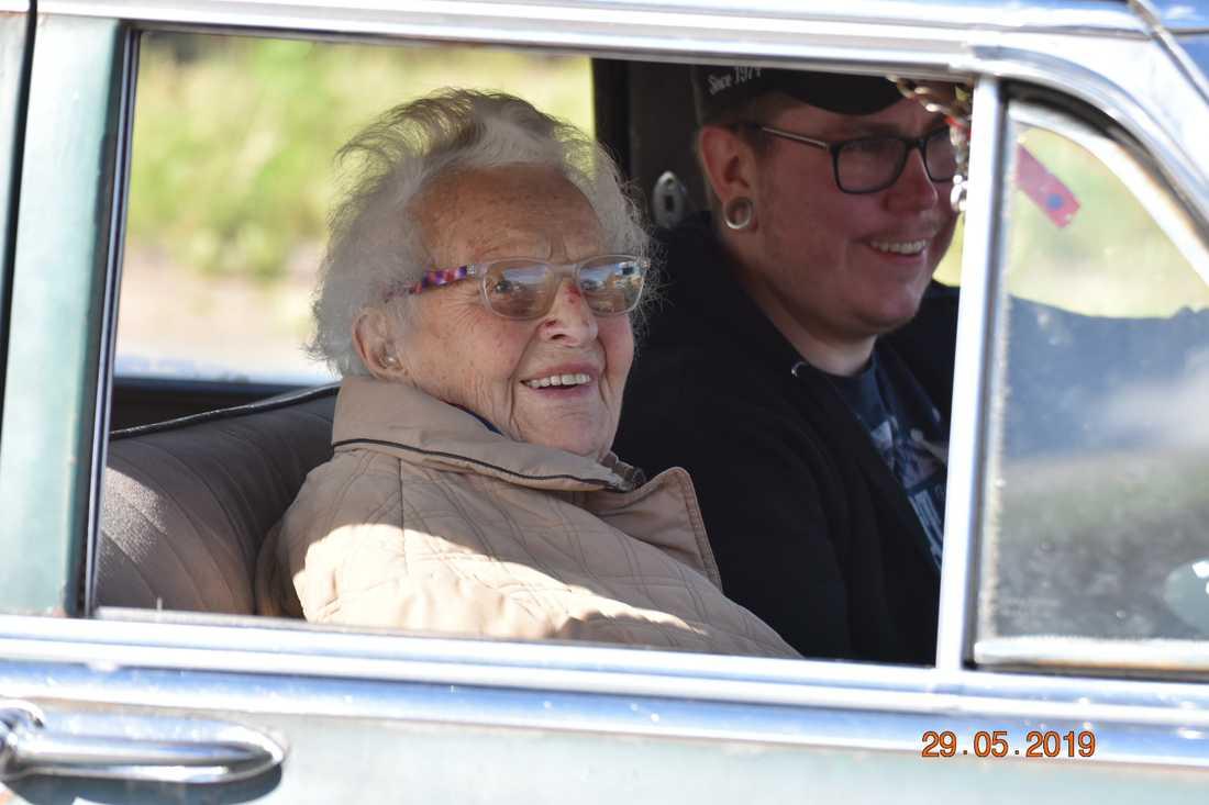 Passageraren Ann-Marie Lundh och chauffören BP.