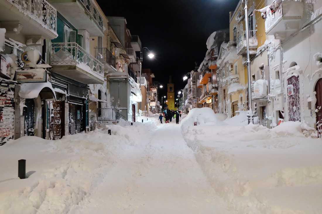 Stora mängder snö i i södra Italien nära Bari.