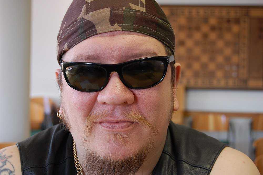 En av Finlands mest kända fångar Nikita Bergenström, som tidigare hette Juha Valjakkala, har rymt från fängelset igen, rapporterar Ilta-Sanomat. Här på en bild från fängelset i Kuopio 2007. Valjakkala Valjakkala blev känd för trippelmordet i Åmsele i Sverige på 1980-talet. Han frigavs villkorligt 2009 men har senare dömts till flera lindrigare straff. Han har tidigare rymt från fängelset.