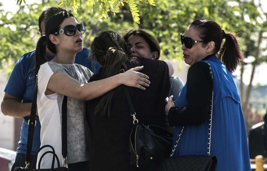 Anhöriga i Egypten har samlats vid kriscenter vid Kairos flygplats.
