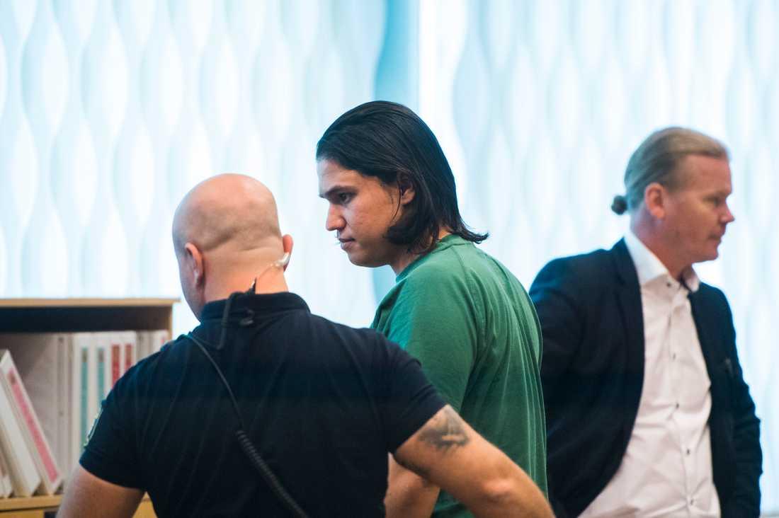 Inte heller hennes tidigare pojkvän Mohammad Rajabi lider av någon allvarlig psykisk störning, enligt undersökningen.