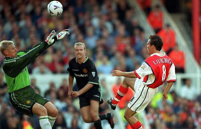 Debuten gick hyfsat, kan man väl säga. Han spikade slutresultatet, 3-0, med en kall lobb över Manchester Uniteds keeper Peter Schmeichel.