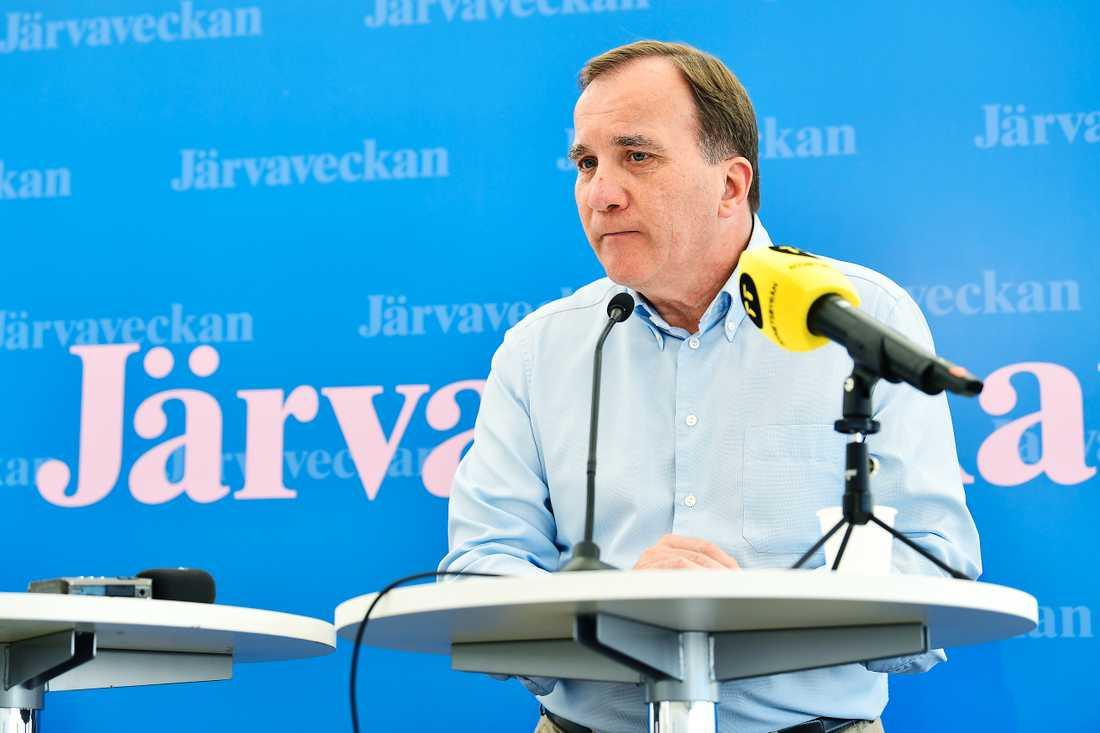Stefan Löfven höll en kort presskonferens efter talet på Järvaveckan.