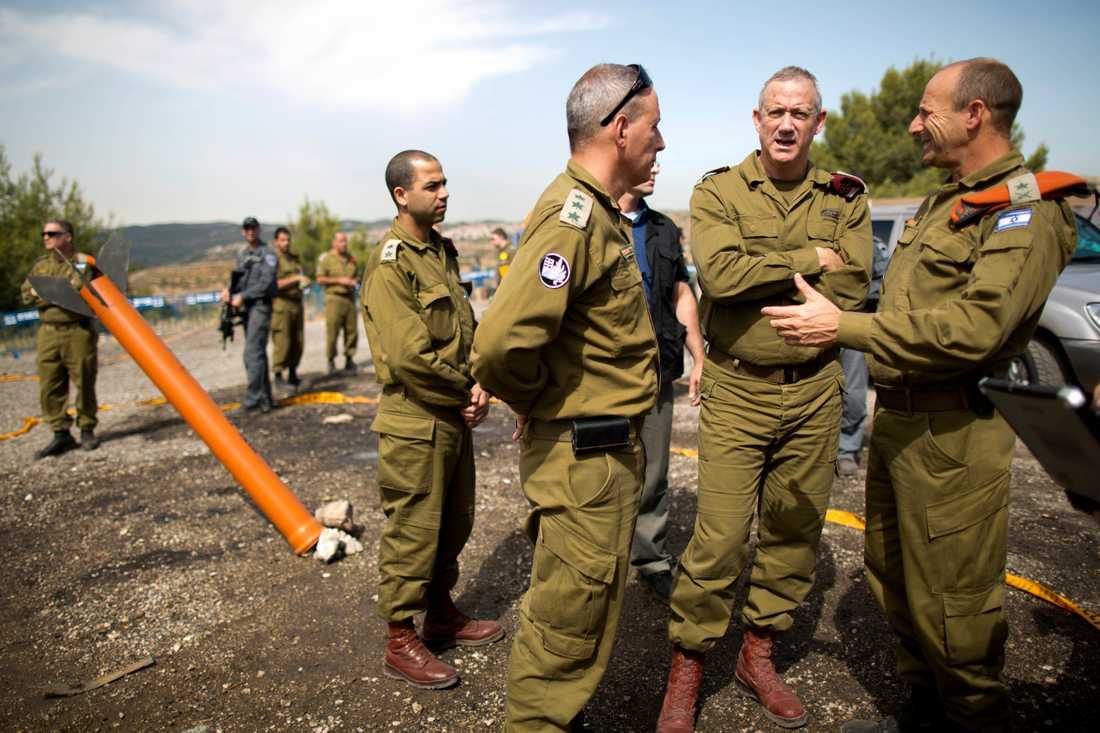 Benny Gantz, två från höger, under en militärövning i Jerusalem 2013.