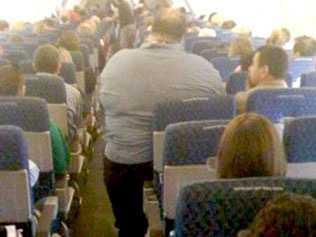 Denna överviktiga passagerare skapade stor debatt i USA för ett par år sedan. Nu har debatten blossat upp igen.