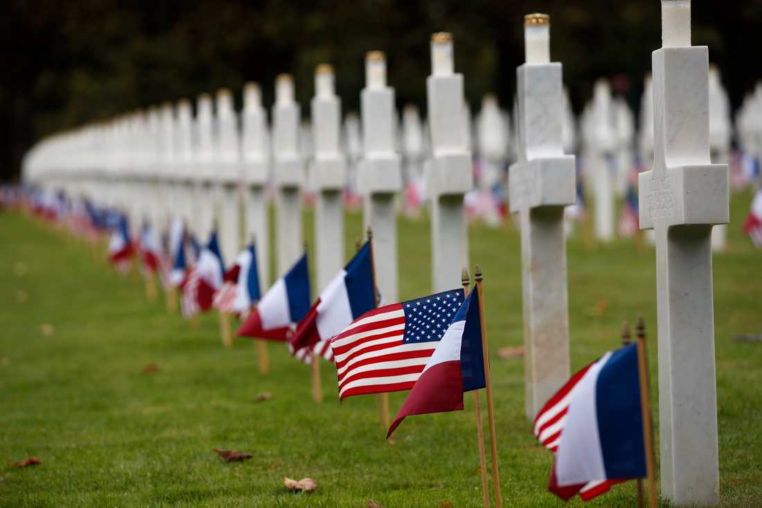 Amerikanska och franska flaggor vid krigskyrkogården i Meuse-Argonne. Här dog 26000 amerikanska soldater under första världskriget, i vad som fortfarande är det enskilt blodigaste slaget i USA:s krigshistoria.