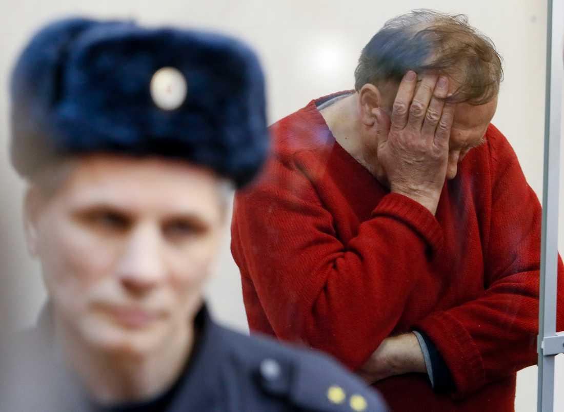 Den misstänkte 63-årige mannen inför ett domstolsförhör i S:t Petersburg i måndags.