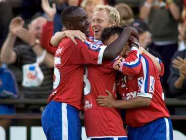Äntligen! Olivier Karekezi och Eldin Karisik gjorde mål, Gustaf Andersson, i mitten, och hela Helsingborg tackade.