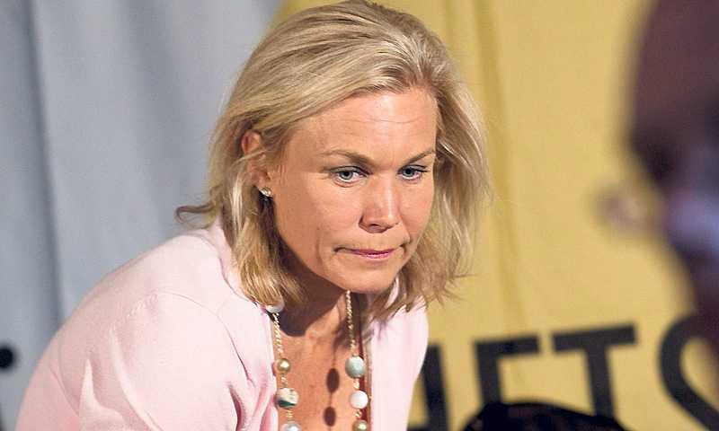 """GRANSKAD Riksrevisionens biståndskritiska rapport gjordes av en ex-politiker som beskriver sig själv som moderatkompis till Gunilla Carlsson. """"Kompis och kompis. Det är ingen person jag brukar umgås med"""", svarade Carlsson."""