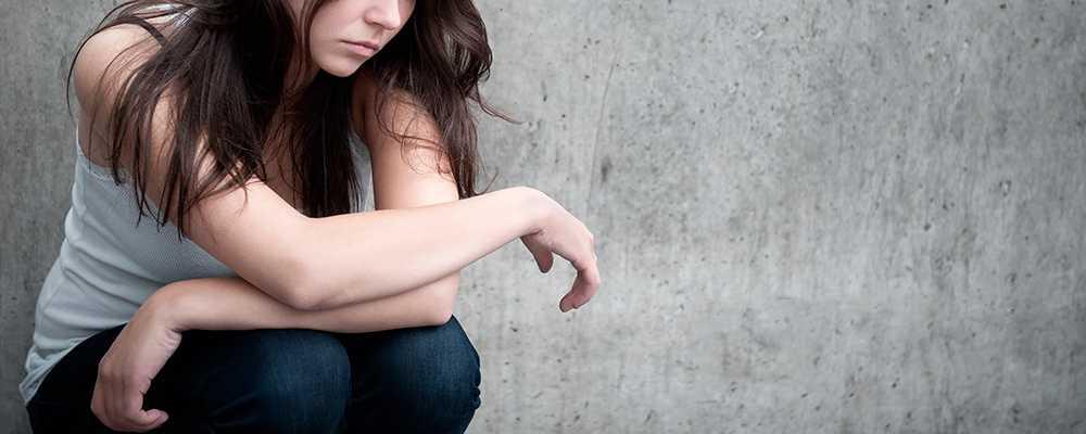 1 933 kvinnor under 25 år försökte ta sitt liv 2012.
