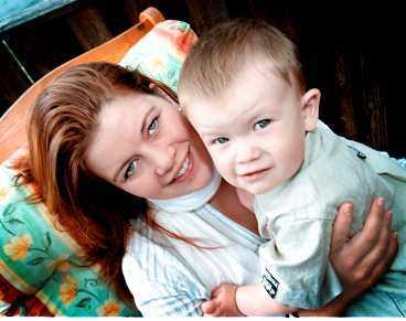 Sonen Emil har vänt uppochned på Sarah Wägnerts liv. Just nu finns det inte tid till så mycket annat än familjen. Men det gör inget. Inte så länge Emil är så här glad.